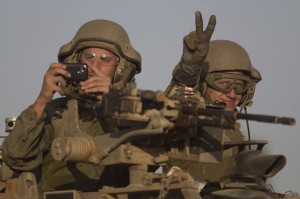 Israeli tanks at Gaza border July 11 2014