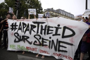 Apartheid sur Seine (AFP Photo:Kenzo Tribouillard) August 14 2015
