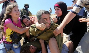 Palestinians fighting IDF soldier over boy (Abbas Momani:AFP:Getty Images) August 29 2015