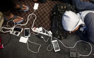 Refugees charging celllphones (Iakovos Hatzistavrou:AFP:Getty) Sept 28 2015
