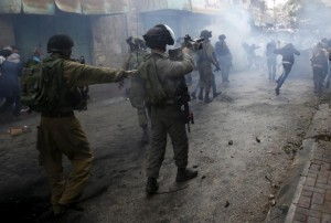 IDF chasing Pal in Hebron (Mussa Qawasma:Reuters) Oct 28 2015
