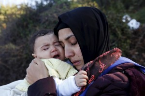 Syrian refugee mother and child (Giorgos Moutafis:Reuters) Oct 28 2015