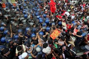 Filipino protesters (Ezra Acayan:Reuters) Nov 18 2015