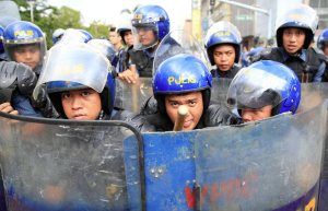 Riot police at antiwar march in Manila ( (Romeo Ranoco:Reuters) Oct 29 2016