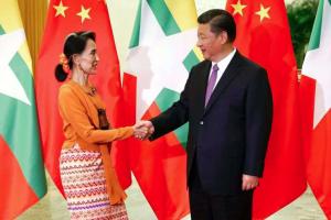 Suu Kyi with Chinese pres. Xi Jinping in Beijing May 16 2017 (EPA) Nov 16 2017