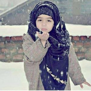 Kashmir child in first snowfall (Tajamul Hameed) Dec 13 2017