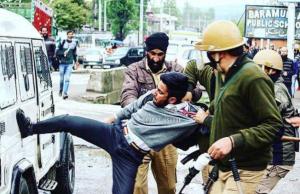 Kashmiri kicking truck during arrest (Life in Kashmiri villages) Apr 17 2018