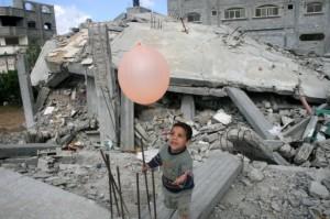 Gaza boy with balloon July 26 2014