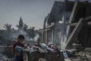 Looking for belongings (Gaza) August 4 2014