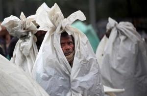 Kashmir flooding homeless migrant Sept 12 2014 ( Dar Yasin:AP)