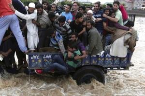 Srinigar flooding Sept 12 2014 (Adnan Abidi:Reuters)