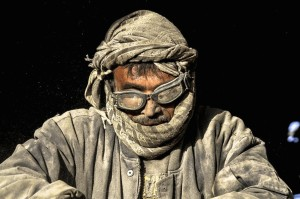 Afghan worker (EPA:JALIL REZAYEE) Dec 9 2014