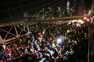 Garner protest Brooklyn Bridge (Jason DeCrow:AP) Dec 4 2014