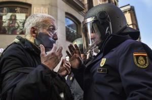 Spanish senior protesting (Andres Kudacki:AP) Dec 20 2014