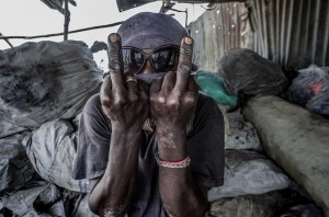 Recyclers at Port-Au-Prince dump (Giles Clarke) Feb 9 2015