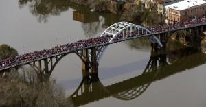 Edmund Pettus Bridge Selma Mar 8 2015 (Butch Dill:AP)
