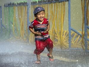 Myanmar water festival boy (Khin Maung Win:AP)