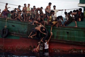 Rohingya:food from water (Christopher Archambault:AFP) May 15 2015