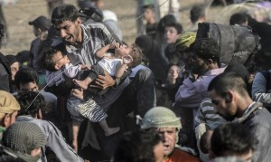 Syrian refugees breaking fence into Turkey ( Bulent Kilic:AFP:Getty Images) June 15 2015