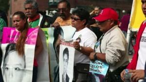 Ayotzinapa 43 rally in LA (Irfan Khan:LATimes) July 21 2015