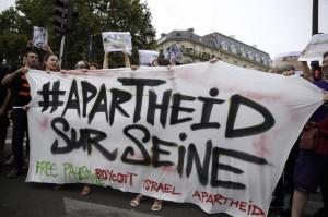 Apartheid sur Seine (AFP Photo:Kenzo Tribouillard) August 14 2015