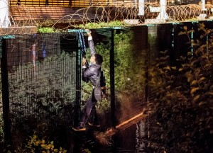Calais--immigrant scaling fence (Philippe Huguen:AFP:Getty Images) Aug 2 2015