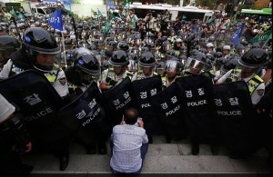 South Korean labor protester ( JEON HEON-KYUN : EPA) Sept 26 2015