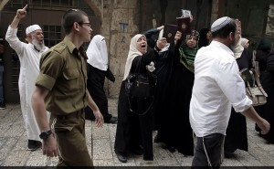 Women protest aat Al-Aqsa (Ahmad Gharabli:AFP:Getty Images) Sept 11 2015