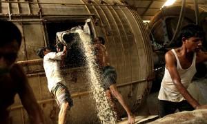 Bangladesh tannery workers (Abir Abdullah:EPA) Sept 29 2015