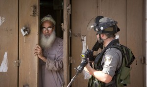 Israeli soldier & Pal shop keeper (Majdi Mohammed:AP) Oct 23 2015