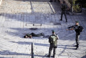 Palestinian shot dead & IDF guys