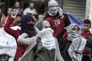 Palestinian women throwing rocks (EPA) Oct 8 2015
