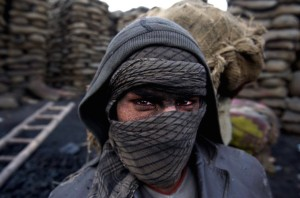 Afghan coal worker ((EPA:HEDAYATULLAH AMID) Nov 20 2015
