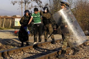 Iranian refugee at Macedonia (Reuters:Alexandros Avramidis) Nov 20 2015