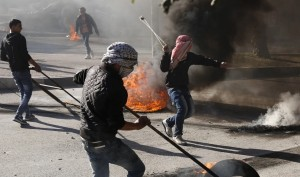 Pal protesters at Hebron ( Nasser Shiyoukhi:AP) Nov 22 2015