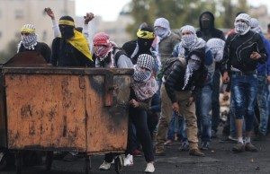 Pal protesters near Ramallah (Mohamad Torokman) Nov 3 2015