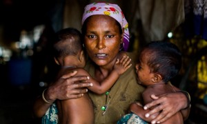 Shamijder, a Rohingya with 1-year old twins (Anadolu Agency:Getty Images) Nov 9 2015