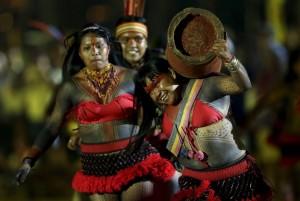 Women log carriers at Indigenous games (Ueslei Marcelino:Reuters) Nov 3 2015