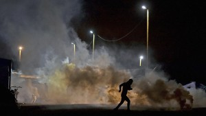 Calais tear gas attack (Jeff J Mitchell:Getty Images) Dec 2 2015)