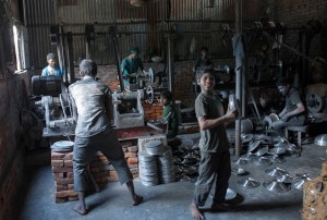 Banladesh aluminum workers (Zakir Hossain Chowdhury:Barcroft) Jan 15 2016