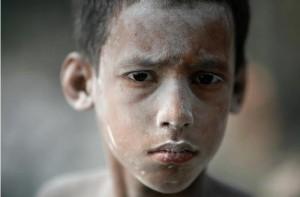 Czoton, Dhaka- child balloon worker