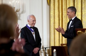 Shimon Peres getting 2012 Medal of Freedom from Obama (Official WH photo by Peter Souza)