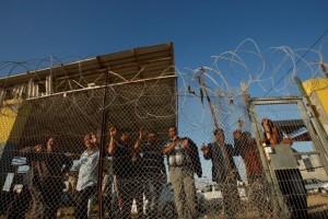 Palestinians waiting at Rafah crossing (REUTERS:Suhaib Salem) May 13 2016