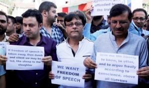 Kashmiri journalists in Srinagar (Farooq Khan:EPA) July 19 2016