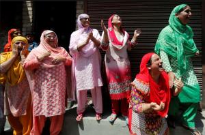 Grieving Kashmiri women (REUTERS:Danish Ismail) Aug 4 2016