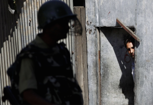 Kashmir soldier on guard (Photo- Mukhtar Khan) Aug 8 2016