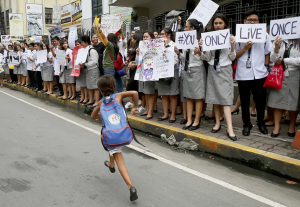 Filipino students protesting drug killings (Bullit Marquez:AP) Sept 30 2016