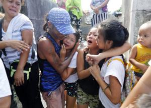 Filipinos mourning slain relative murdered by Duterte squads (EPA:FRANCIS R. MALASIG) Sept 13 2016