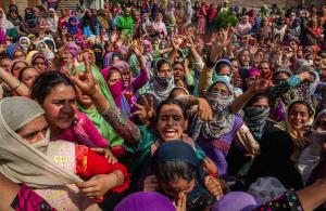Kashmiri women mourning (Yawar Nazir:Getty Images) Sept 12 2016