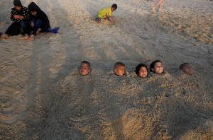 Palestinian kids at beach in Tel Aviv (Menahem Kahana:AFP:Getty Images) Sept 15 2016
